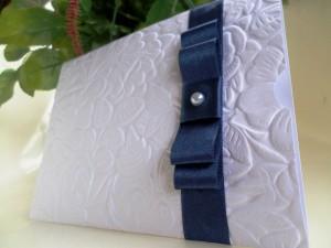 Convite de casamento com textura em alto relevo